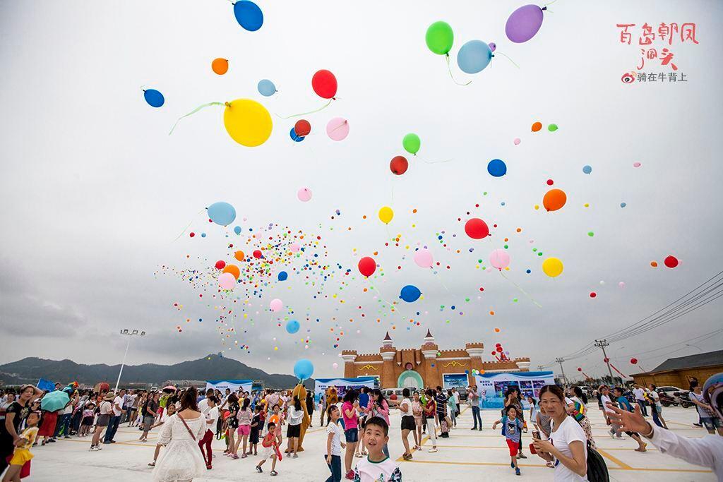 有两座华东一流的主题乐园——梦幻冰雪王国,海悦城水世界已经开业.