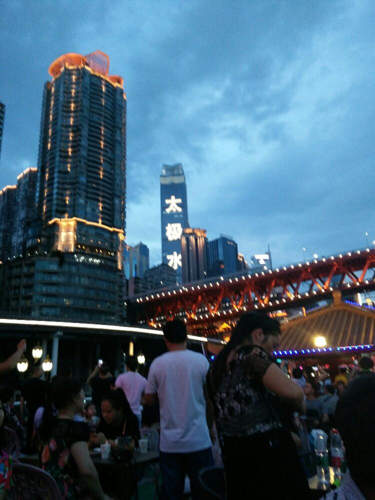 曾经想去上海广州,看到这重庆夜景