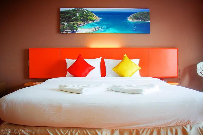 抱枕搭配了鲜艳的颜色