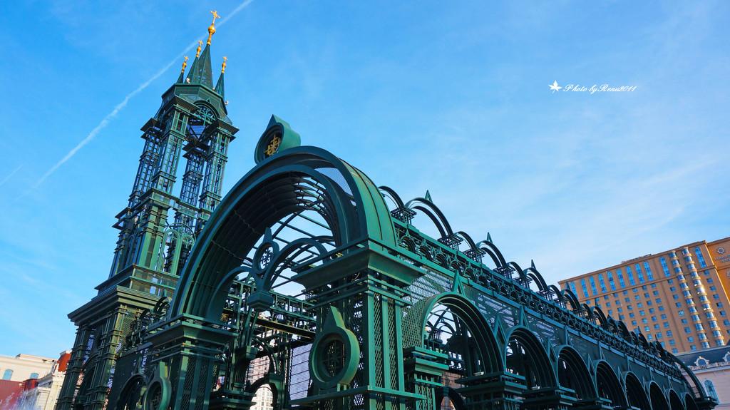 索菲亚大教堂广场边的建筑,也挺有欧式味道的.