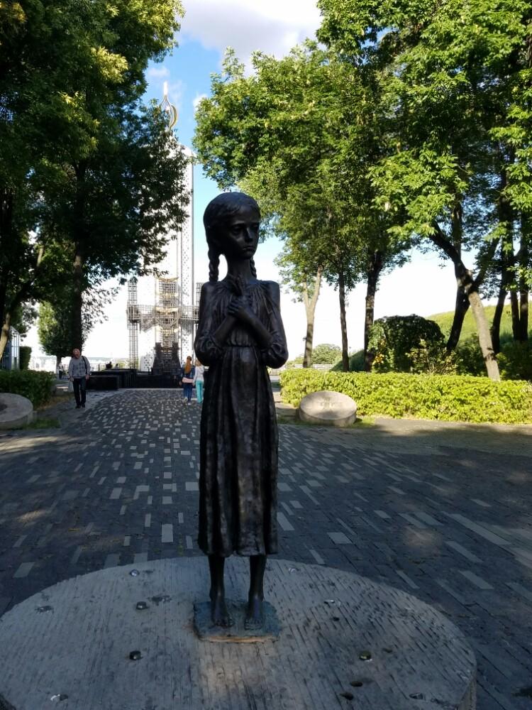 """国立大饥荒受害者纪念博物馆  National Museum""""The Memorial in Commemoration of Famines'Victims in Ukraine""""   -2"""