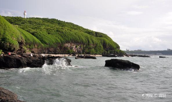 """p class=""""inset-p"""">鳄鱼山景区又叫鳄鱼山公园,位于涠洲岛南湾西侧的"""