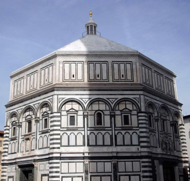 这个大圆顶是继罗马万神庙之后的又一大圆顶,它高91米,最大直径45.