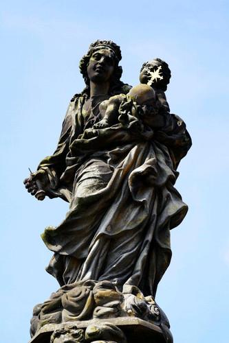 伊夫雕塑,右手握之神棒对照图册又短损了许多,时世残酷,但艺术不朽!