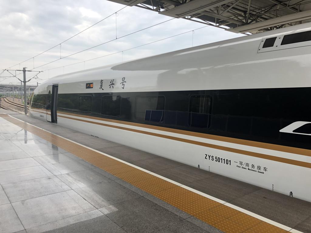 上海虹桥火车站,国内最新最快的高铁——复兴号,车内宽敞舒适,比飞机图片