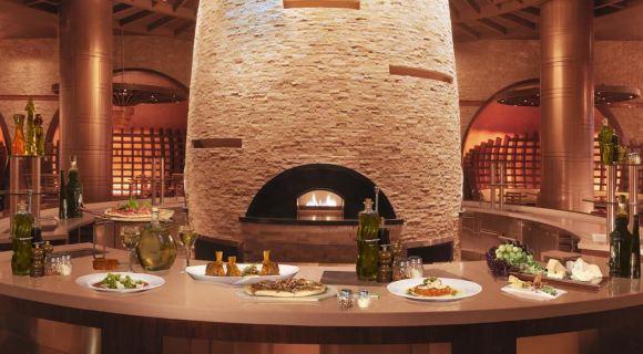 在日本的26家米其林三星餐厅中,不仅有昂贵的怀石料理,河豚料理还