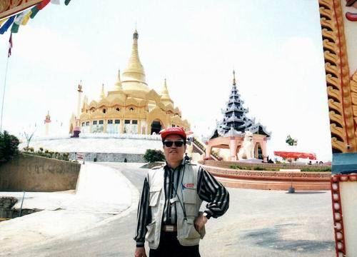 1999年4月摄于缅甸掸邦小勐拉地标大金塔