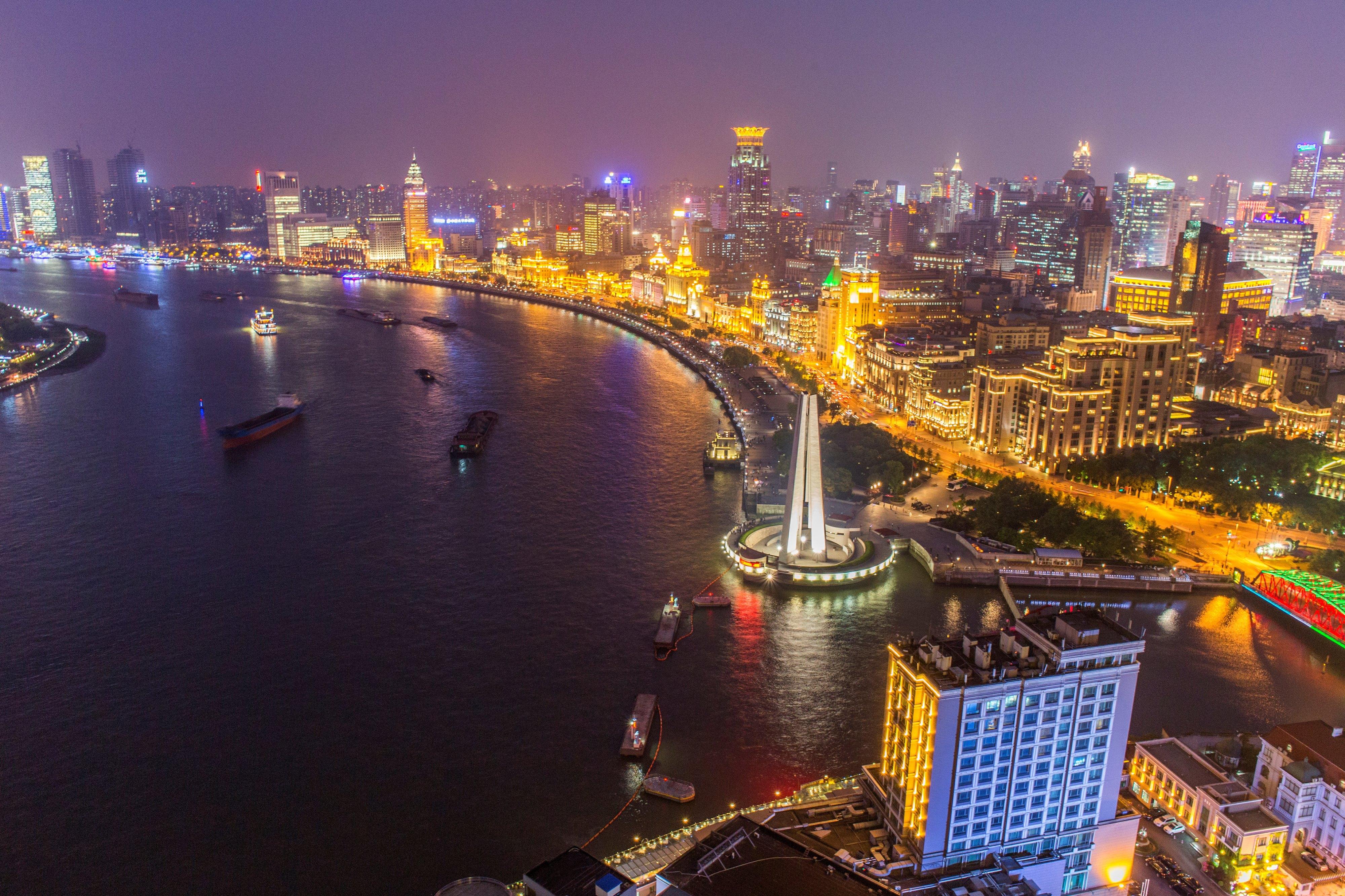 是上海城市象征意义的景点之一,万国建筑群.