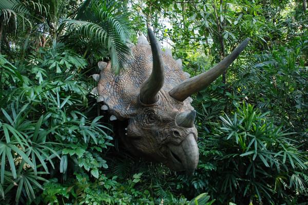 侏罗纪公园,里面的恐龙挺逼真的,值得一看