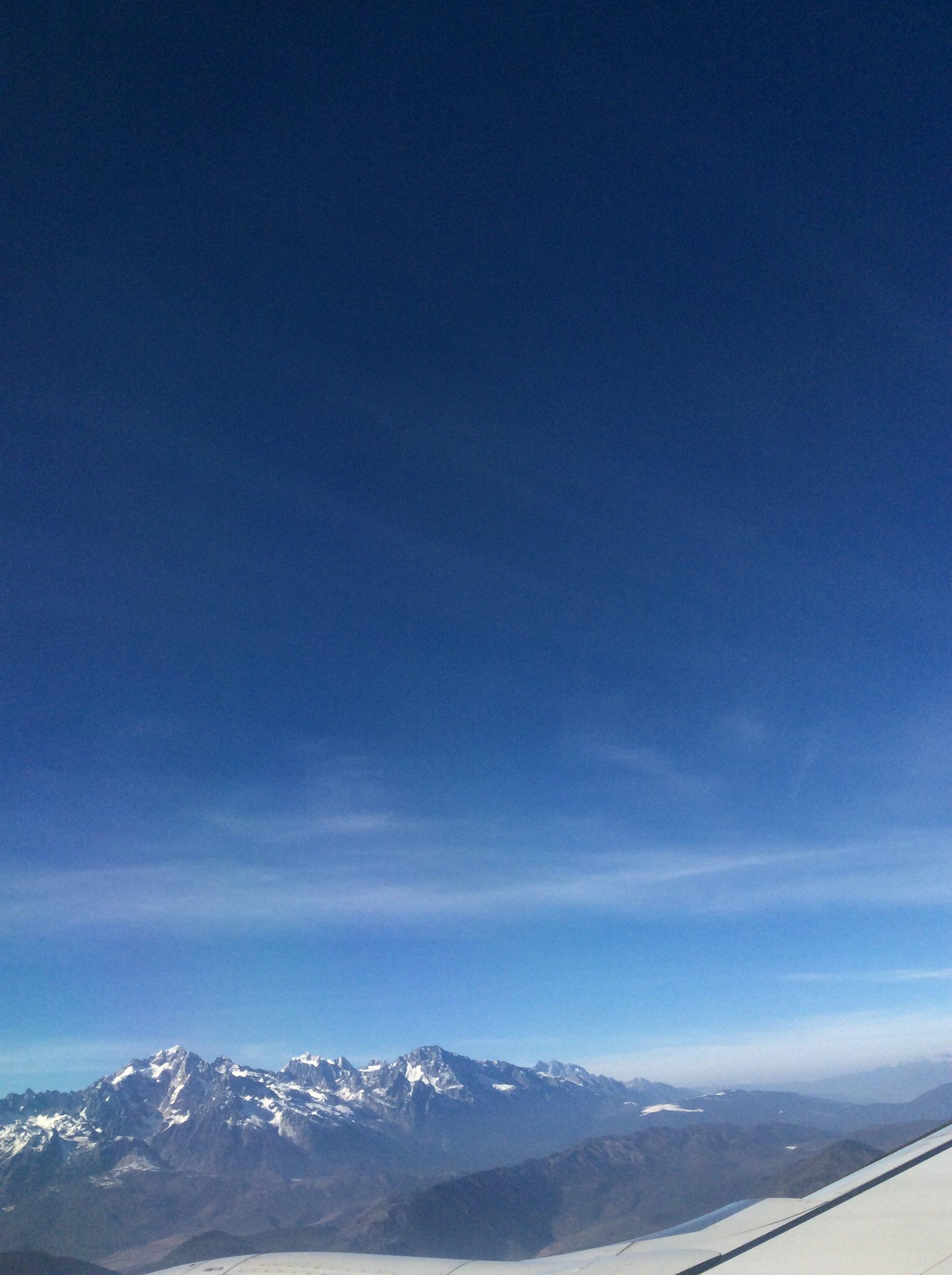 版纳到丽江的飞机上看到外面的雪山