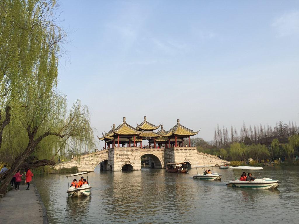 烟花三月下扬州 瘦西湖盆景展