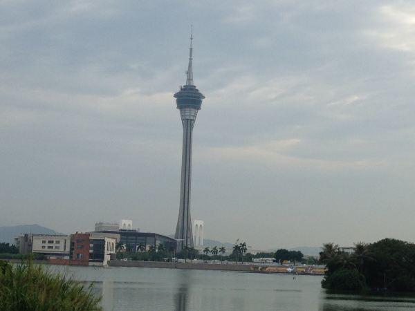 电视塔,广州的小蛮腰,但是澳门塔不同的是可以蹦极