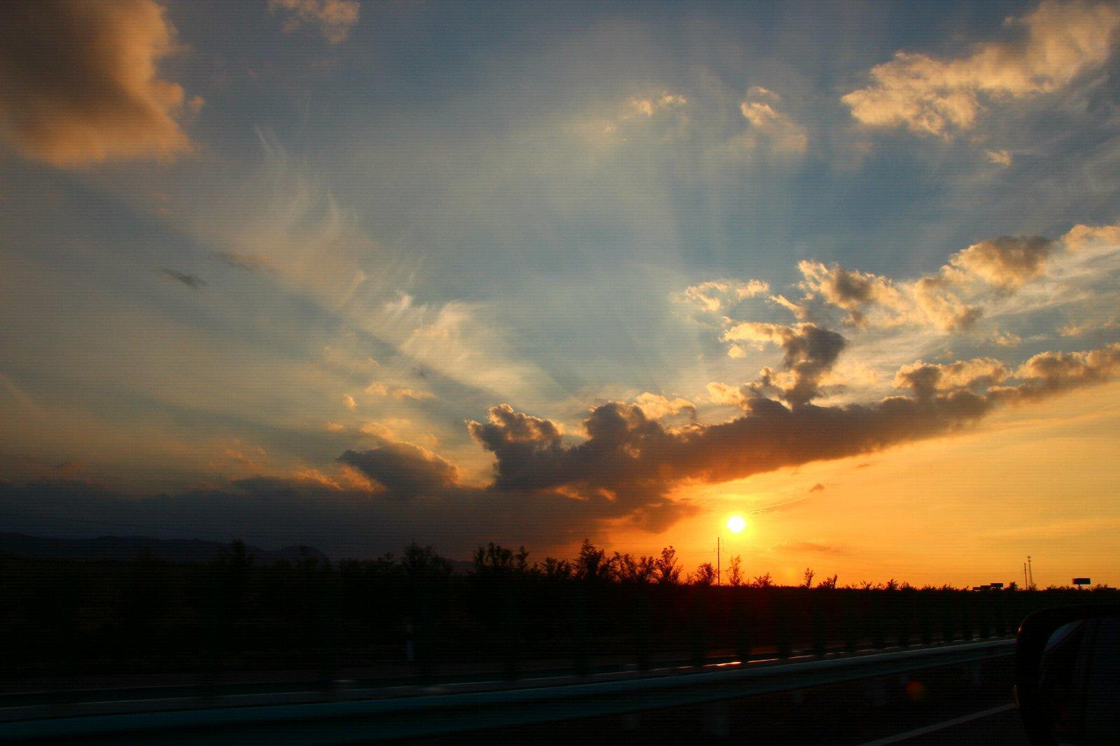 归途中拍摄的夕阳!