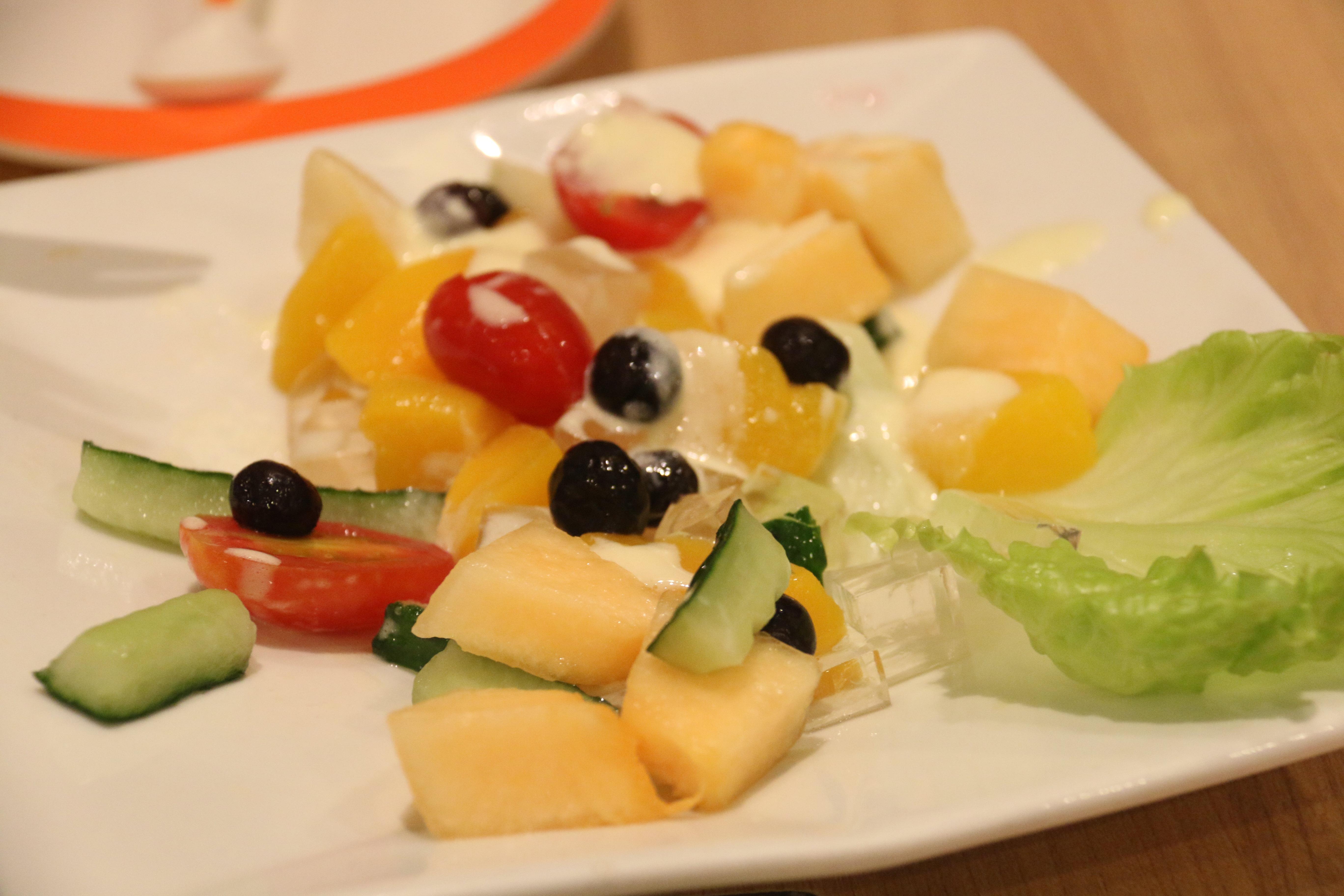 水果沙拉椰子树