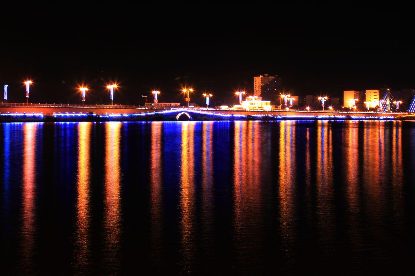 新疆夜景图片素材