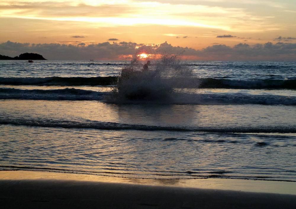 我认为芭东海滩就是普吉岛拍落日的好去处