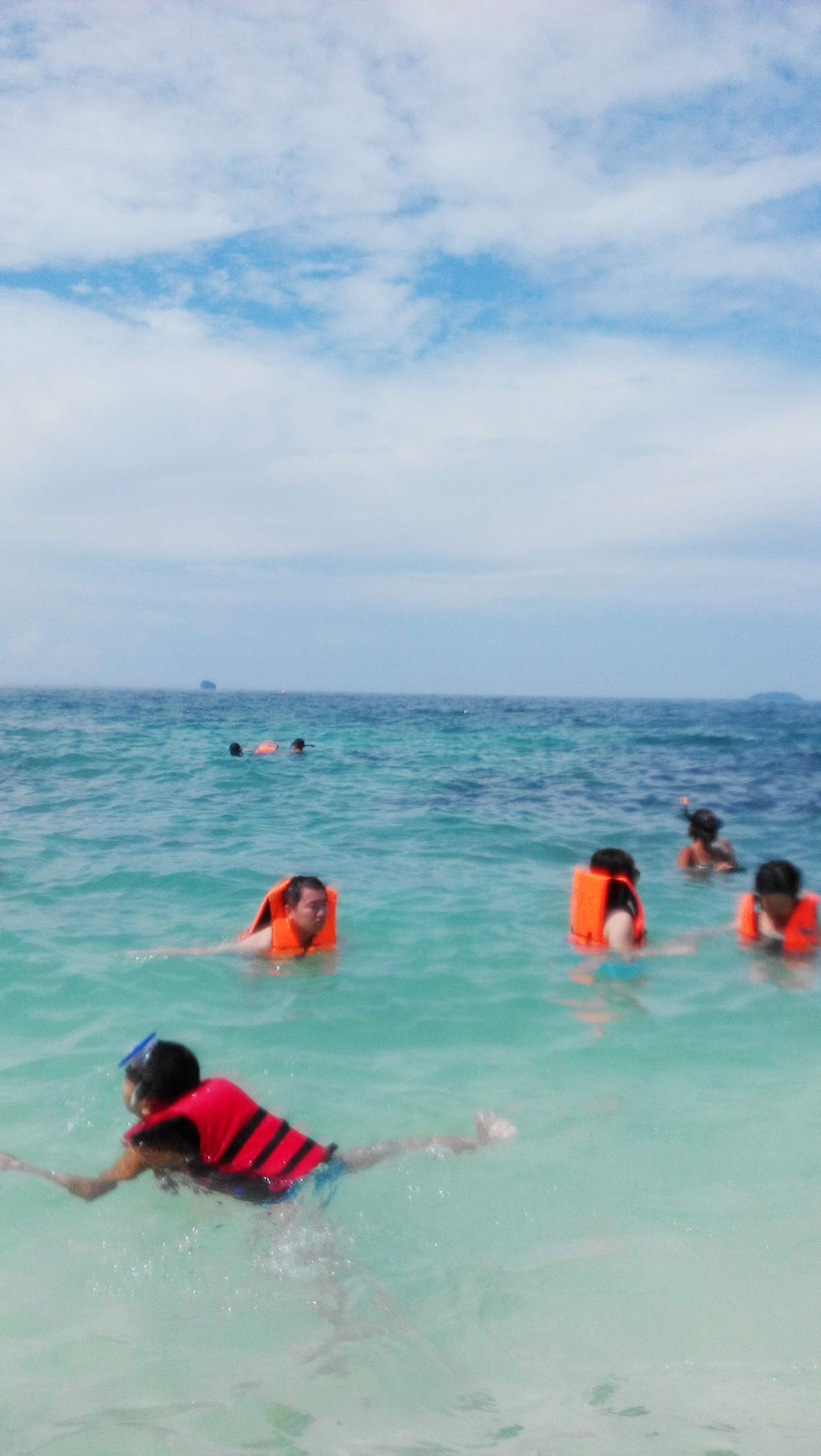 蛋岛可以浮潜,适合不太会游泳的人,鱼