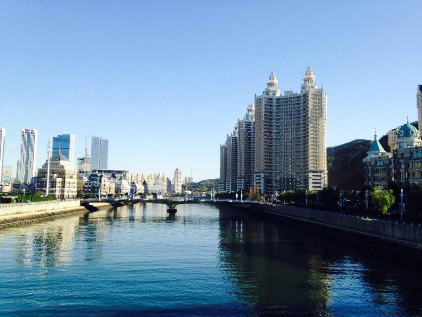 桥上的风景,我身后是晨钓的大连市民