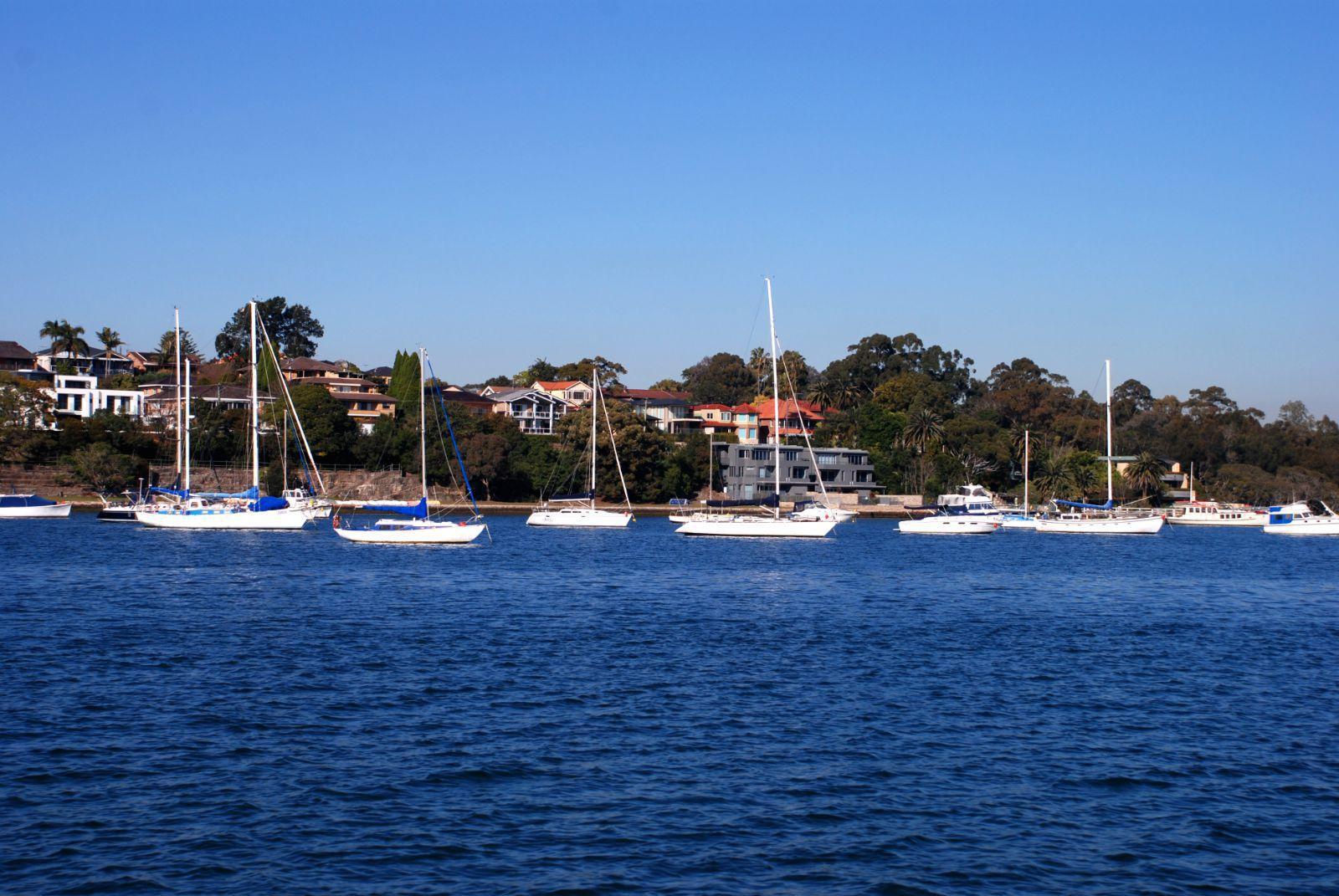 river)一路欣賞沿途風光到達環形碼頭(circular quay),開始暴走悉尼