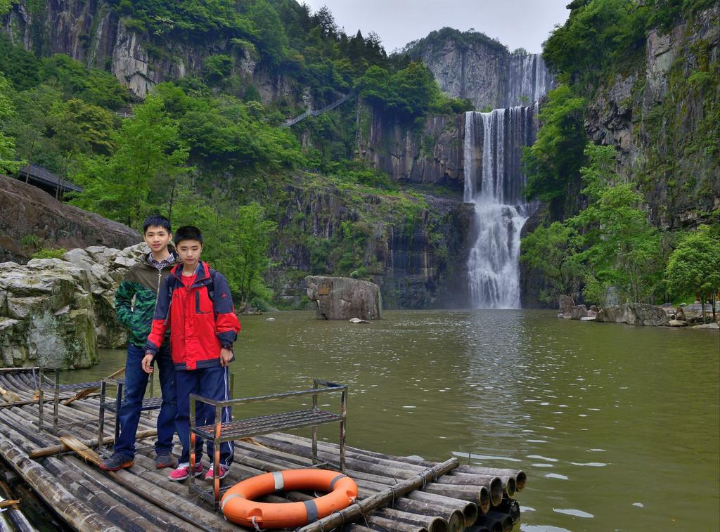 百丈漈风景名胜区位于文成县境内,距文成县城4公里,距温州市区115