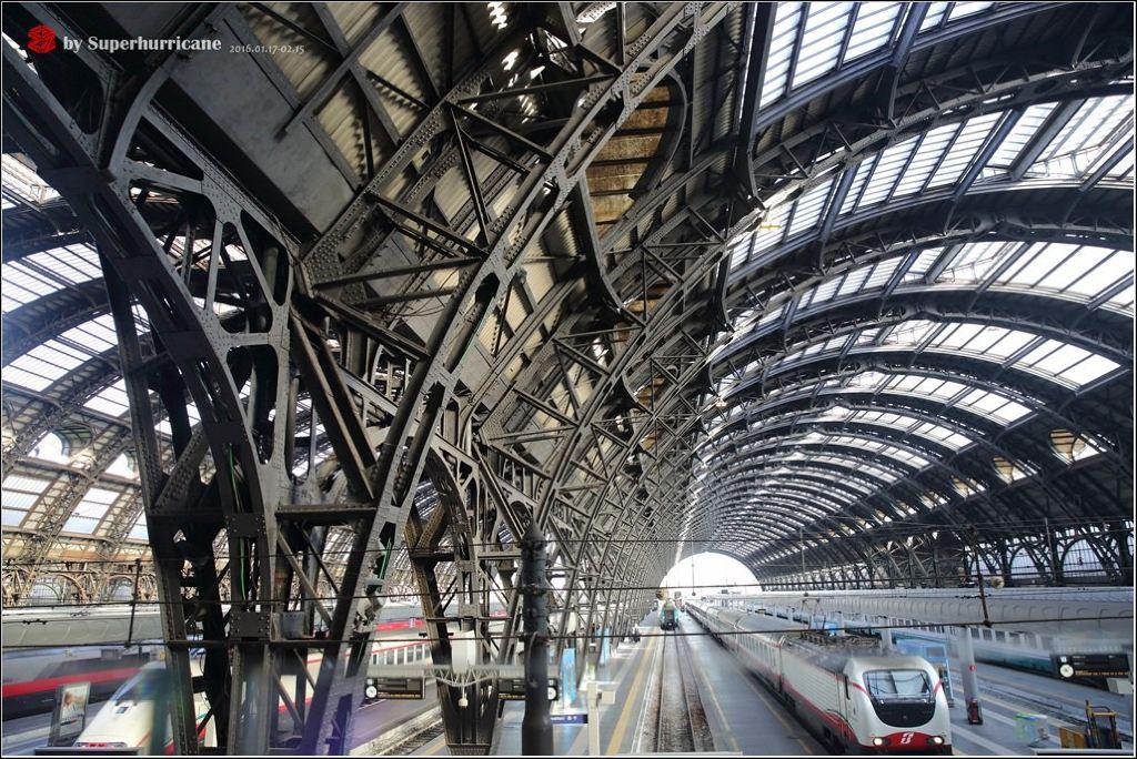 意大利是艺术之都,而德国是设计之都,都是在《西方艺术史》和《西方建筑史》这两门课程上被提到次数最多的国家。作为学习艺术设计出身的人,自然是非常向往这两个国家,特别想去看看那些只有在教科书上才见过的实例。 这次旅行的路线:广州香港米兰威尼斯巴勒莫米拉佐斯特龙博利岛米拉佐巴勒莫罗马(梵蒂冈)佛罗伦萨博洛尼亚柏林波恩科隆波恩贝加莫米兰罗马广州。 出发前需要做好充分的准备工作: 1)签证:这次旅行是从意大利开始,而且是申根国,办个意大利签证