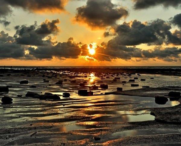 【贝壳沙滩---这儿还是涠洲岛十年前的样子】