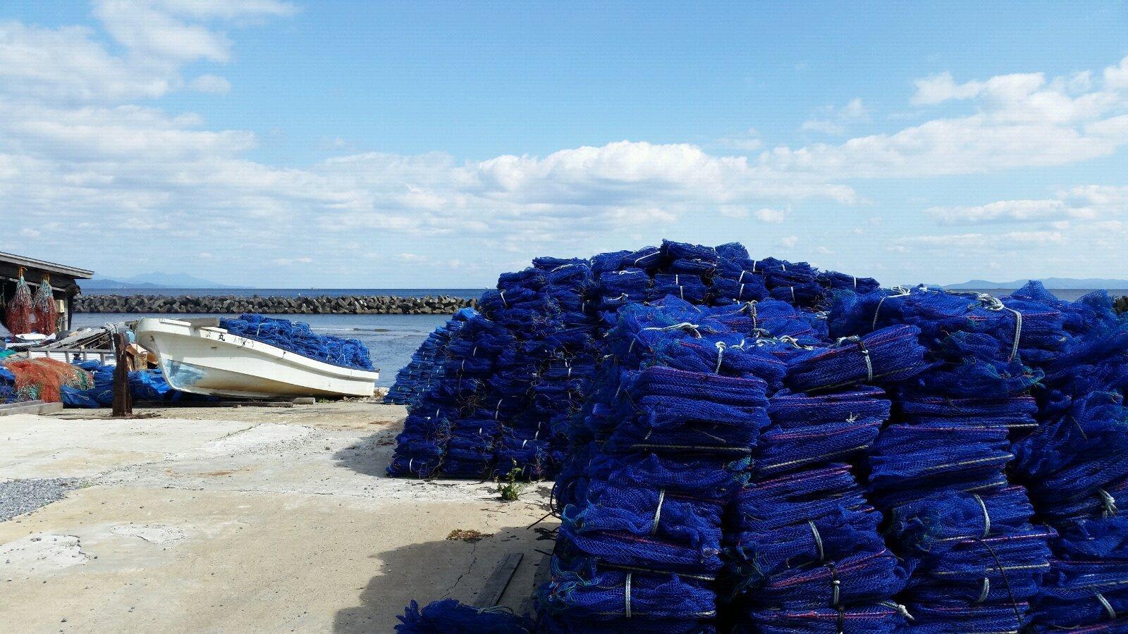 渔网的蓝色与天空海洋多么一致.