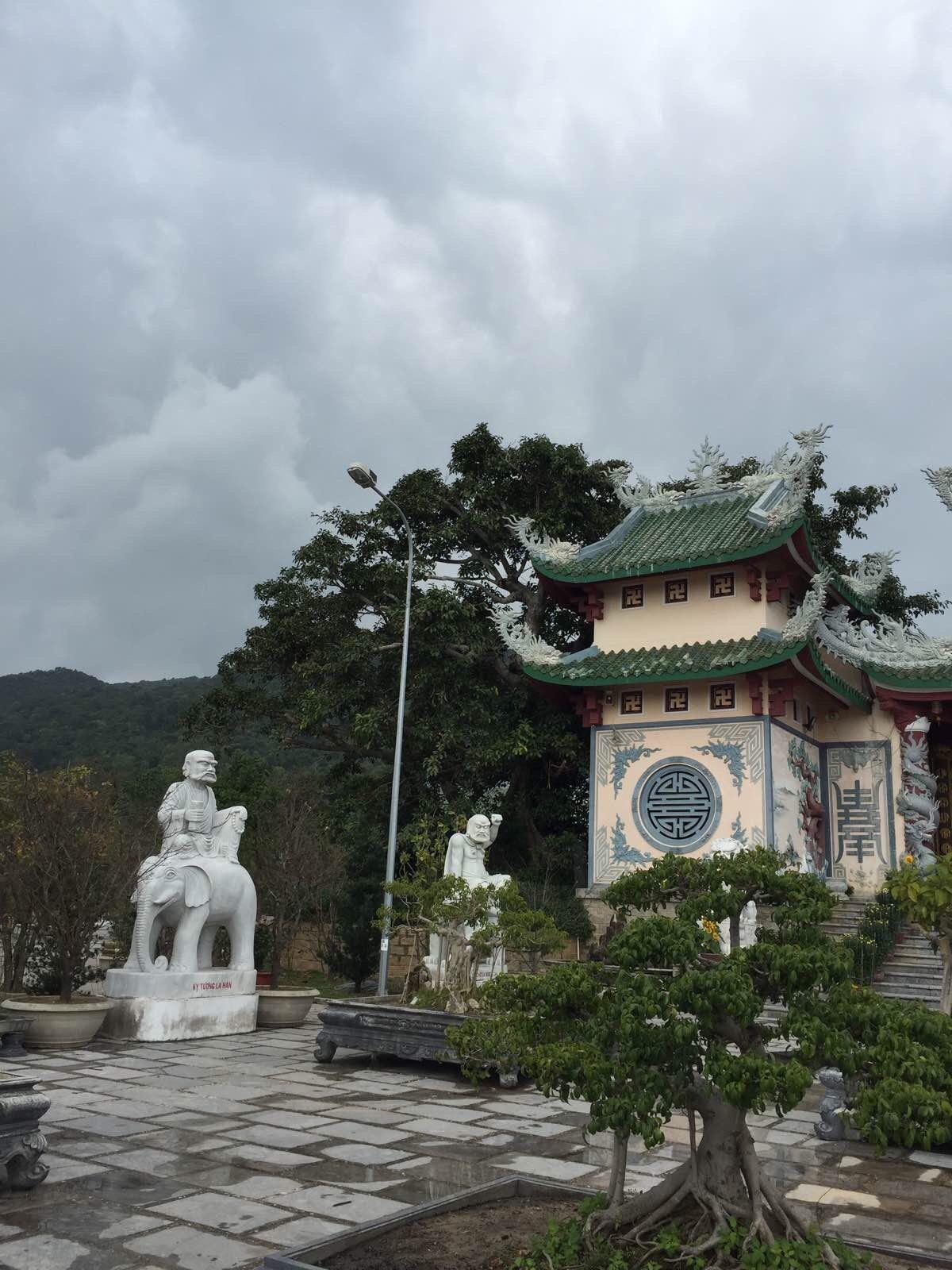 越南岘港灵应寺
