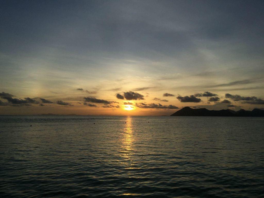 话说去年都没有真正地用长假出国旅游,小伙伴们的小朋友也陆续读小学了,也不能在国庆假期延长去游玩。于是就只能趁着寒假和春节假这段时间,结伴出游了。 这次的目的地就定在马来西亚仙本那的邦邦岛(Pom Pom Island),因为带上小朋友们,也没想太多节目了,就是几天都呆在岛上,要么浮潜,要么在沙滩玩,再不济就发呆啰~~ 确定行程时间,就是年初一晚出发,年初八回来。接下来就是交通住宿等等的预定了。所以后面这页就是讲述大家关注的这些问题。 交通旅游攻略~~ 交通上面,去马来西亚,坐亚航肯定就是不二之选的了。那么