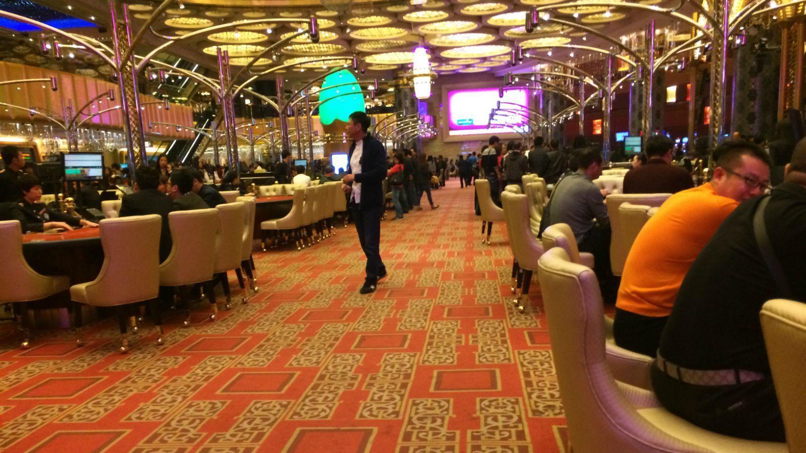 新葡京娱乐场 葡京酒店门口的一块地方 亚马喇前地 澳门的佛教文化