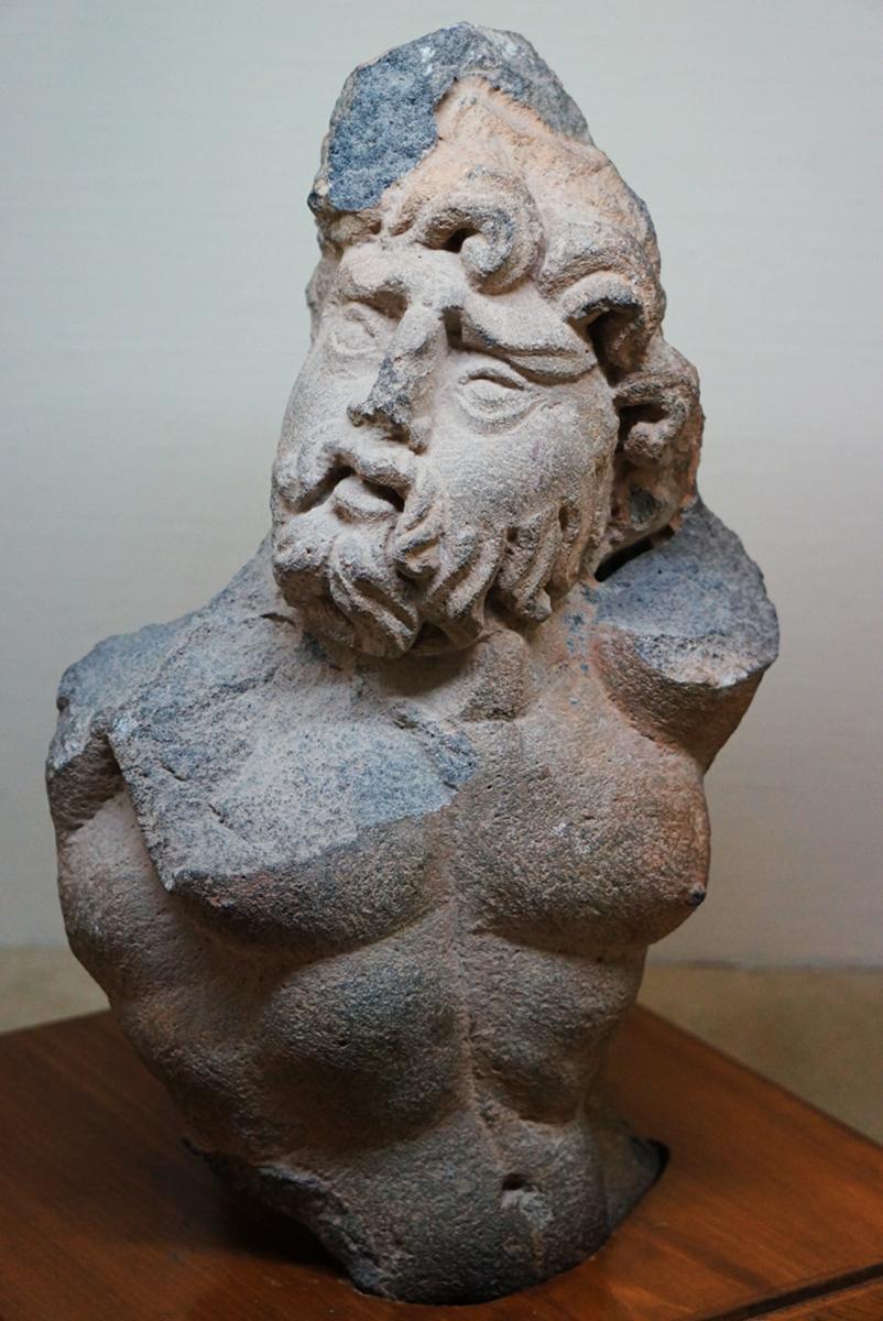 这个雕像让我想起海神波塞冬的造型