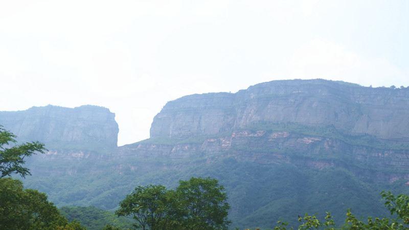 林州至石板岩的路上有处著名景点--鲁班壑.