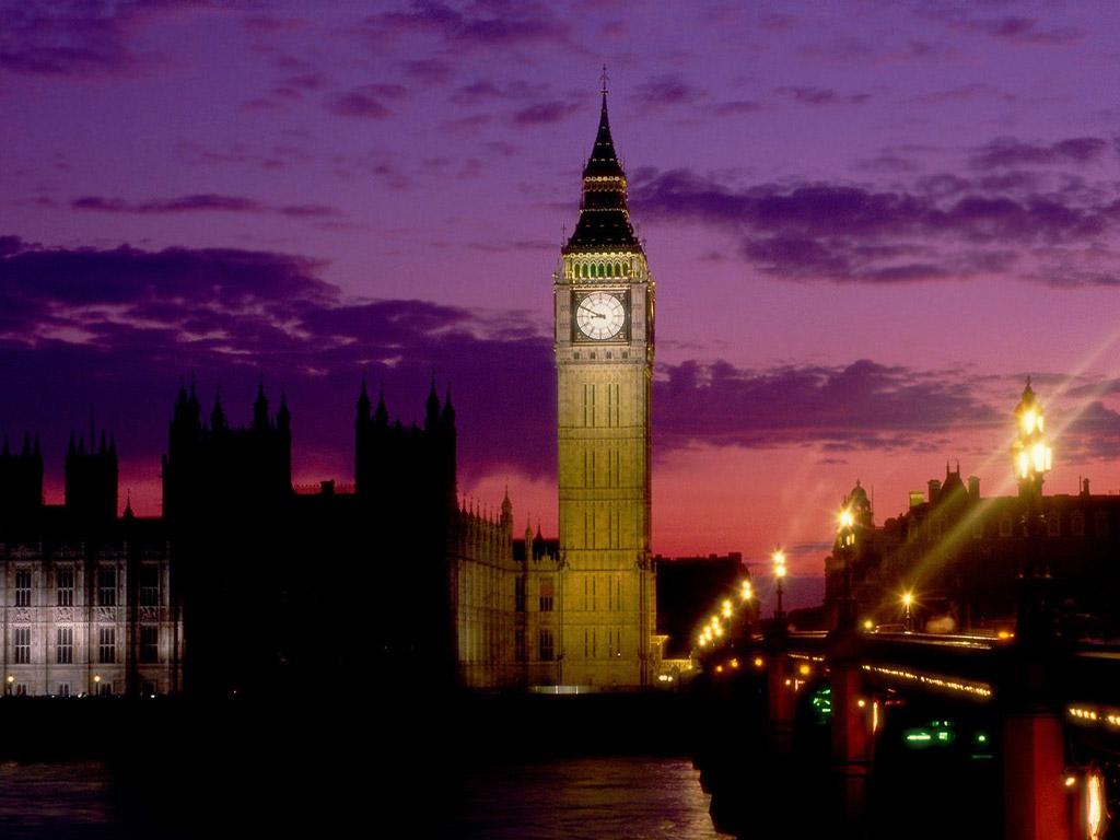 坐落在英国伦敦泰晤士河畔的一座钟楼