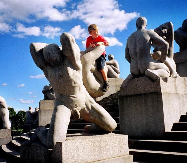 维尔兰是挪威著名的雕刻大师,他用了差不多半生的时间创作并建造了这