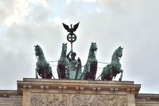 国会大厦-柏林-翱翔的大鲨鱼