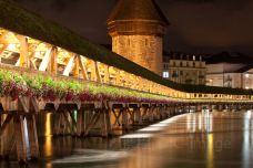 卡佩尔廊桥和八角型水塔-卢塞恩-doris圈圈