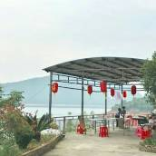 資興湖邊鴻福山莊