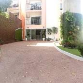 拉碴布拉羅公園景酒店