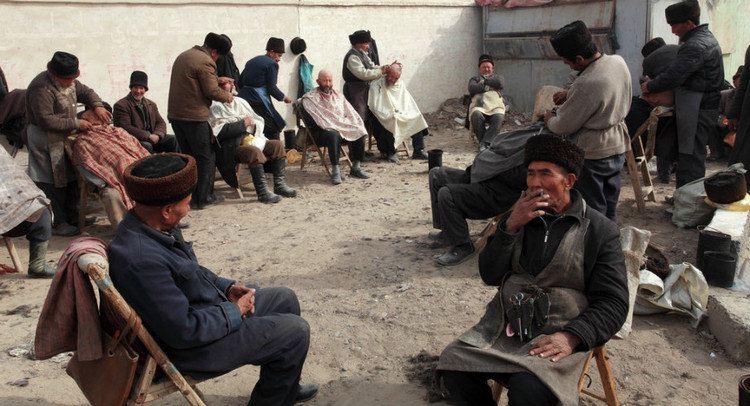 新疆的集市都有一個共同特點——人來人往,煙火繚繞,小攤林立,食品圖片