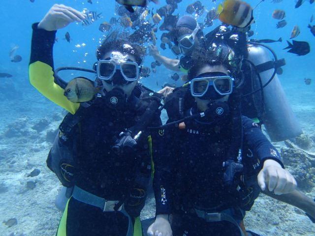 小�9c`yi)�d#yfj_海底潜水,海底世界有多美想必不用我多说了,还有后面那么小黑超好的
