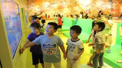 """上海电影博物馆3楼-""""七彩画笔""""绿屏扣像互动游戏"""