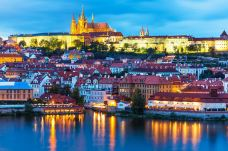 伏尔塔瓦河-布拉格-是条胳膊