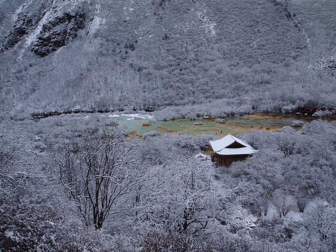 踏着杂沓的白雪,竟有如此惊叹的发现! - 四川游