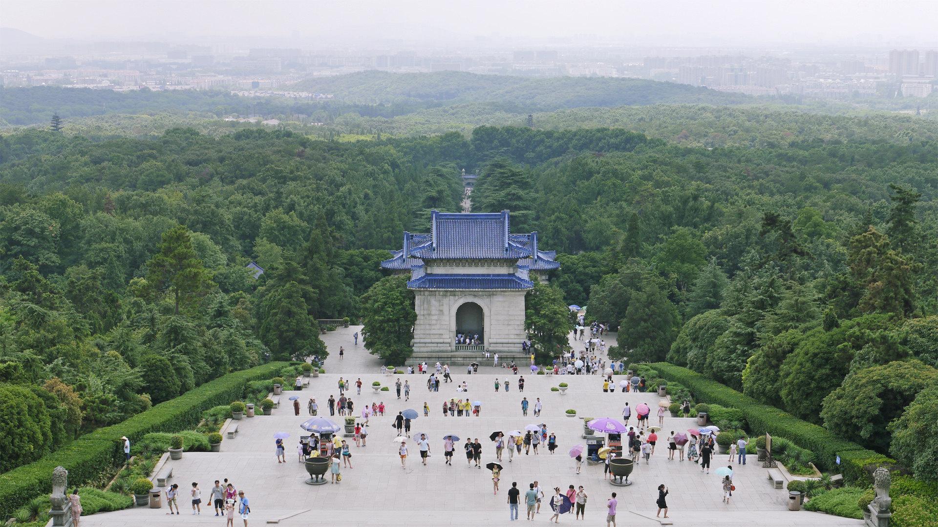 One-day Tour in Nanjing: Sun Yat-sen Mausoleum, Ming Xiaoling Mausoleum, Zhonghua Gate, Confucius Temple