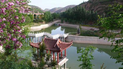 中心人工湖