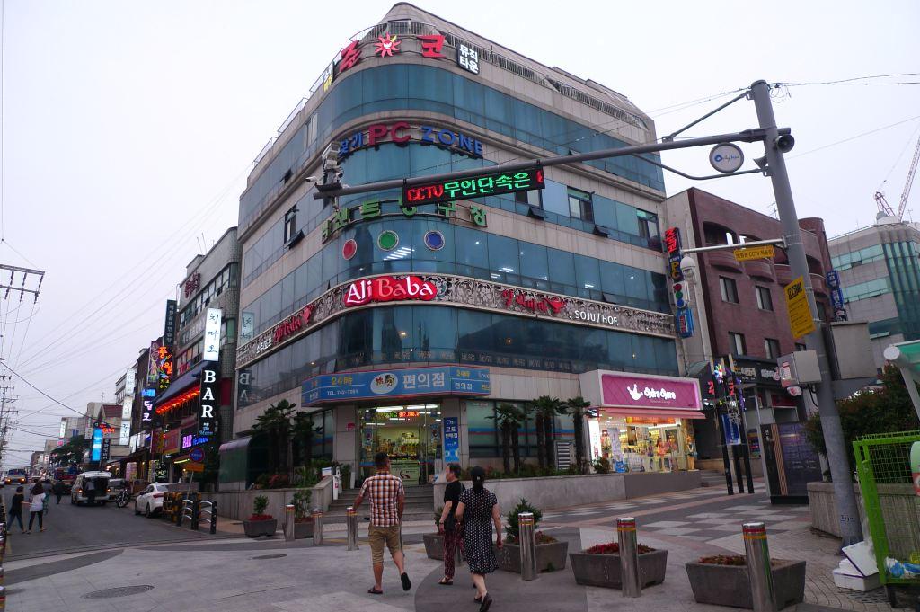穷游韩国济州岛-夜逛连洞步行街